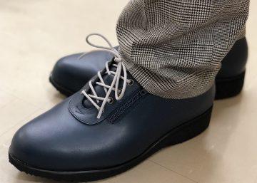 靴紐を楽しむ