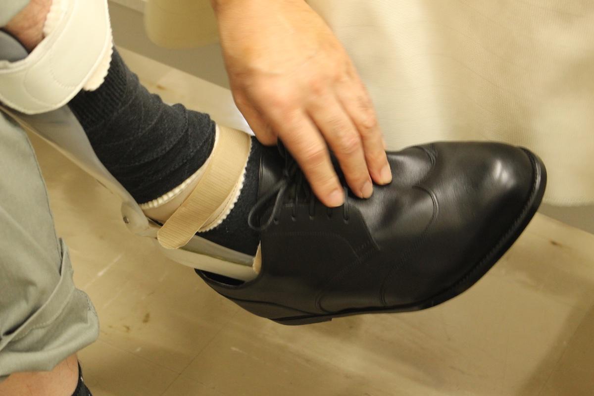 装具装着して履く靴